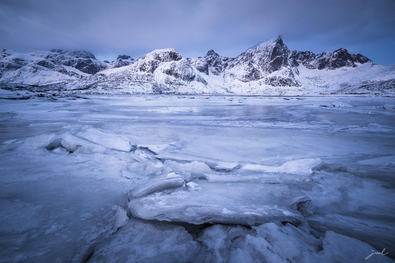 L'heure bleue sur la glace – Iles Lofoten
